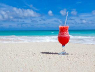 Ein Cocktail am Südsee-Strand